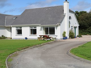 BAYVIEW, cosy retreat, wonderful views, in Malin