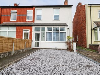 BRANDONS, Dog-friendly, in Southport, Ref 983453