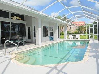 Villa Serenity - Relax at the huge pool
