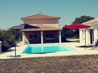 French Villa, Private Pool, One Acre, Beautiful Views, near Aubeterre / Chalais