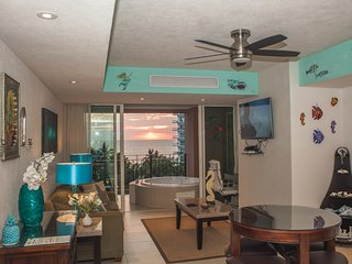 Luxury Beachfront Grand Venetian Condo Ocean Views