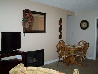 Great and Cozy Gatlinburg Condo 302 Near Downtown with Private Balcony