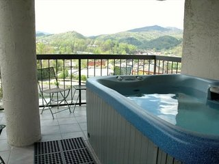 A wonderful two bedroom Gatlinburg condo 401 with private hot tub and amazing vi