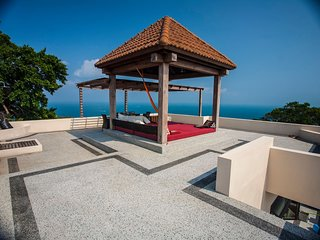 New POP Villa, 3 BR Penthouse Pool Villa, Sea & Jungle Views