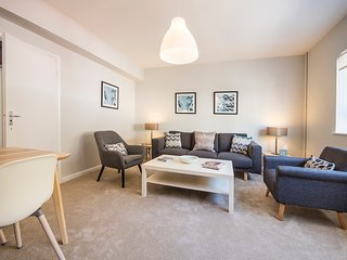 Chic Two Bed, One Bath Apartment in the heart of South Kensington