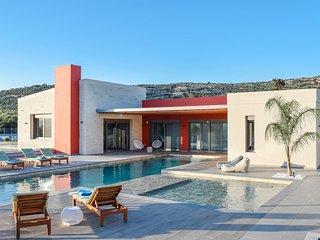 Villa Aori/ Luxury, private pool, cellar, energy house