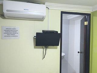 Habitacion doble privada (aire acondicionado) centrado.