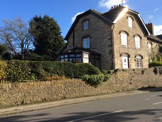 Crossways, Spacious Character Cottage Near Frome