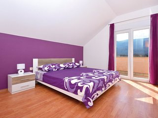 ctdg202- house with pool (size 32 m2) is spread over 2 floors in Dugopolje