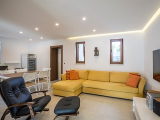 ctra162 - Newly built villa with pool and breathtaking views, 7 adults + 2 child