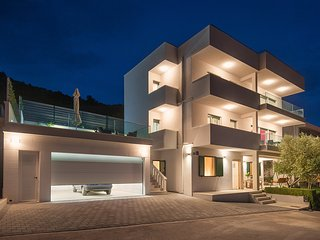 ctro168- The villa consists of two separate apartments (ground floor and first f