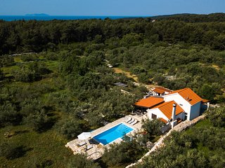 ctko 216- The house with pool consists of 3 bedrooms and 1 bathroom and can acco