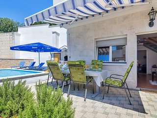 ctma214 - Holiday home ideal for a family or a small group, 6 pers. in Makarska