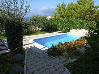 ctma101- Holiday home with pool, 6 + 2 persons, ideal for families, pets welcome