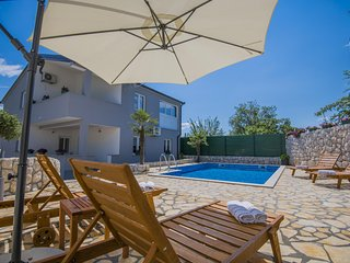 ctim227 -modern holiday home with pool, up to 8 people, children's playground, Z
