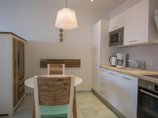 ctpo234 - House with jacuzzi, two separate apartments, 4 persons in Podgora