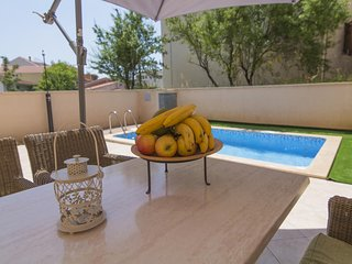 ctma221 - Modern furnished apartment with a private pool in Makarska, 4+1 person