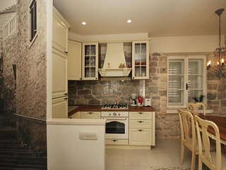 ctma137 - Stone house in the center of Makarska for 6 persons, with a beautiful