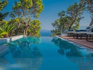 ctma 236- NEW !!! Modern villa with pool and whirlpool, sleeps 6 + 2, stunning v