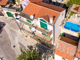 ctma136 - Old Dalmatian house with pool, up to 5 persons in Makarska