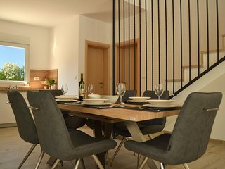 ctras222- beautiful new luxury villa with pool, garden overlooking the Biokovo N
