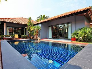 Pattaya Holiday Villa 9956