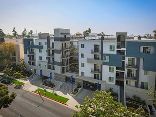 Prime Location | Walking distance to UCLA N309