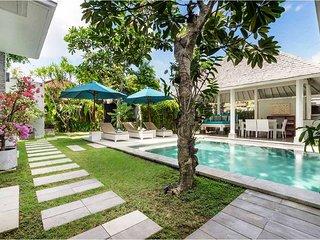 Garden & Pool View - Villa Alun