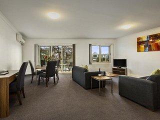 InnStay - 2 Bedroom Family Apartment (Unit 3)