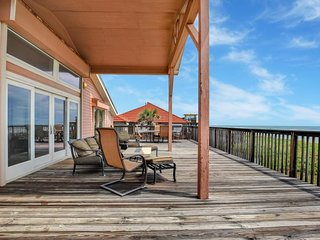 Dog-Friendly oceanfront home w/ panoramic views & shared pool