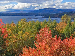 LAKEFRONT MOUNTAIN GETAWAY! LAKE WINNEPASAUKEE! 15 MINUTES TO GUNSTOCK!