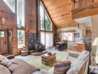 Bright & Beautiful Tahoe Donner Home + HOA Access!