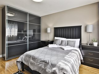 Waterfront apartment by the YUL airport and Montreal downtown