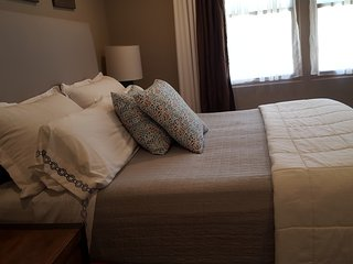 Master Bedroom in A Perfect Furnished Townhome in N. SJ / 聖何西帶家具豪宅3樓主臥室出租