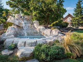 Summer Place! - Waterfall Spa! - New Property!