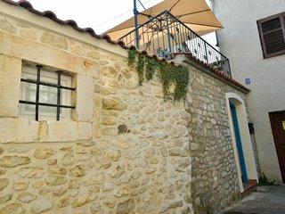 Zadar Holiday Home Sleeps 6 with Free WiFi - 5432142