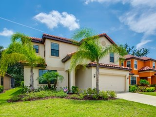 2654TA Beautiful 7 Bed 6 Bath Property with Spa