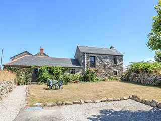THE OLD BARN, converted barn with sea and countryside views, Pendeen