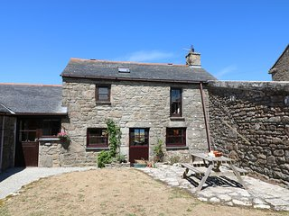 JENNY'S COTTAGE, traditional stone cottage with sea views, in Pendeen