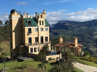 Castillo in 200ha botanical Park 40 km from Bogota