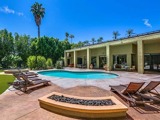 4BR Desert Oasis w/ Private Pool, Hot Tub, Putting Green & Fire Pit