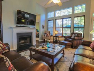 New MONTHLY rental!  Beautifully furnished, single story home w/ community pool,