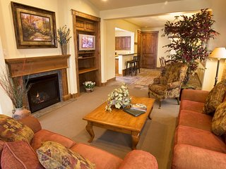 Spacious, Elegant, Luxurious | Mountainside Getaway!