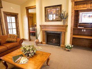 Feel at Home in this Mountainside Getaway! Deluxe Condo with Patio