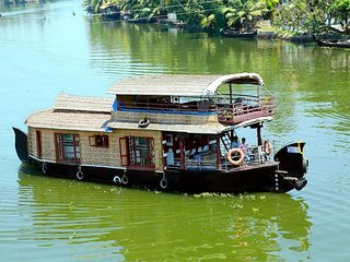Lake Queen House Boats 4