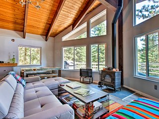 NEW! Truckee Cabin w/Deck -8 Mins to Donner Lake!