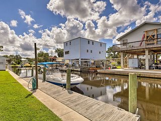 NEW! Waterfront Homosassa Home w/Patio & Dock!