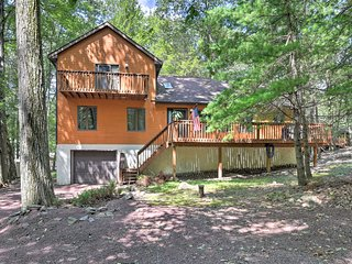 Secluded Mtn Cabin w/Deck - Walk to Lake Harmony!