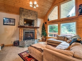 NEW-Cabin w/Pvt Hot Tub 1 Mi. to Snoqualmie Summit