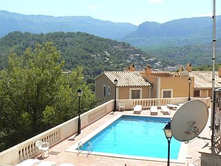 Cosy, Peaceful 100 m2 Duplex with Valley Views,35m2 terrrace.Sharing pool.WIFI, vacation rental in Soller